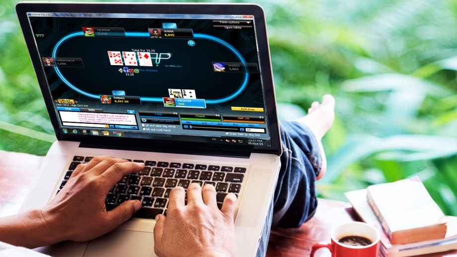 Poker online out door